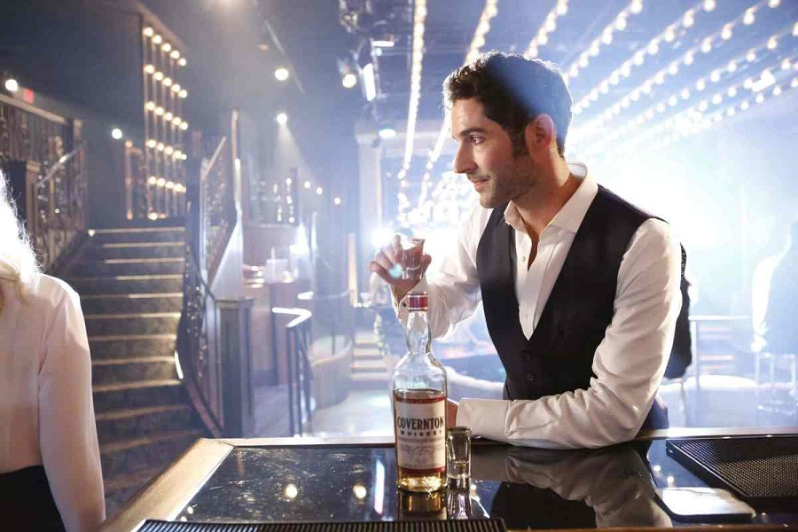 LUCIFER: Tom Ellis in the ÒMonsterÓ episode of LUCIFER airing Monday, Oct. 31 (9:01-10:00 PM ET/PT) on FOX. ©2016 Fox Broadcasting Co. Cr: Bettina Strauss/FOX.