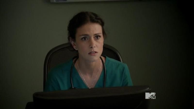 Teen_Wolf_Season_3_Episode_17_Silverfinger_Melissa_at_computer[1]